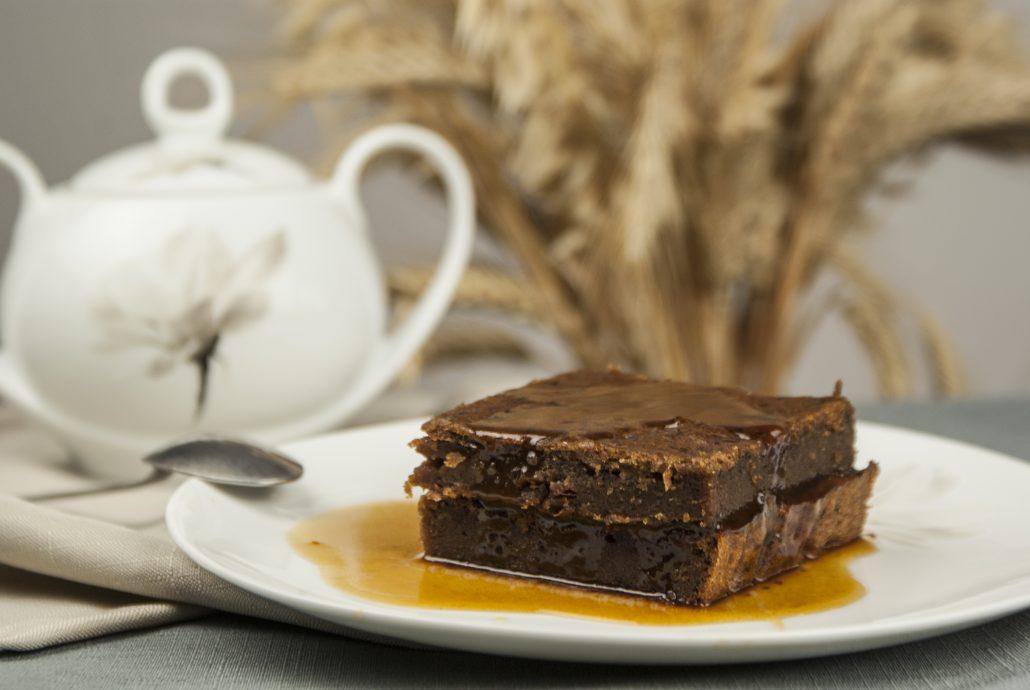 Wegański sticky toffee pudding